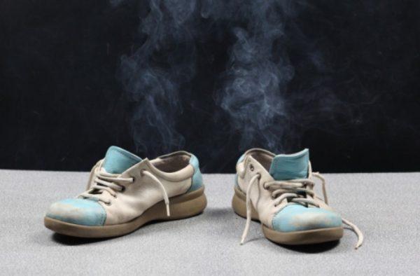 Если убрать запах все же не удалось, то придется избавиться от обуви